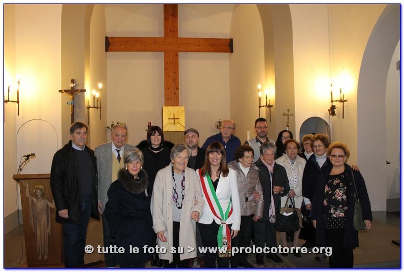 Foto di gruppo - Le maestre storiche di Torre, gli organizzatori, i relatori, la Vicesidnaco, i Poeti Samanta e Simone