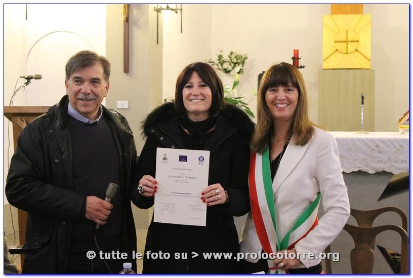 Samanta Campigli riceve la Pergamena dal Vicesindaco di Fucecchio